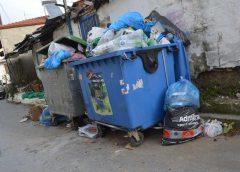 Ξεχείλισαν οι κάδοι σκουπιδιών στη Γουμένισσα
